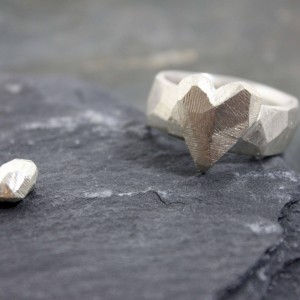 Breiter Ring 925/- Silber mit aufgesetztem Herz