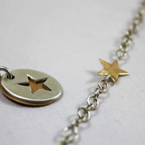 Anhänger zweiteilig: obere Platte 925/- Silber mit ausgesägtem Stern - untere Platte 750/- Roségold; ; Armband mit Stern aus Schichtblech