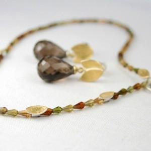 Turmalinkette mit Blättern aus Schichtblech 925/- Silber und 900/- Gelbgold; Ohrstecker Schichtblech und Rauchquarzpampeln