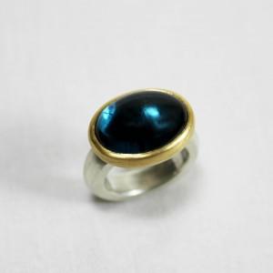 """Ring 925/- Silber und Topascabouchon """"London blue"""" gefasst in 750/- Gelbgold"""